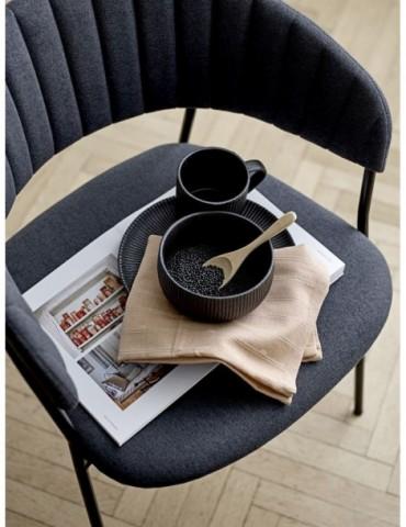 Stylowa czarna zastawa stołowa