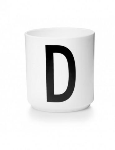 Kubek z literą D
