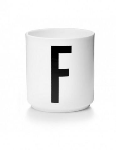 Kubek z literą F