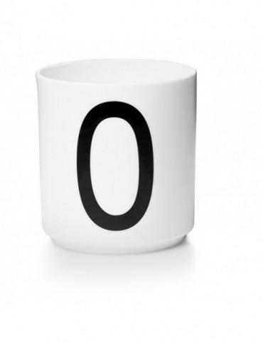 Stylowy pojemnik z literą O