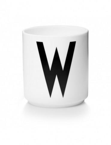 Kubek z literą W