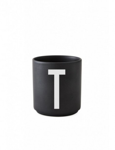 Kubek porcelanowy z literą Design Letters.