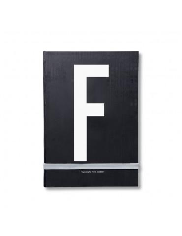 Notatnik osobisty z literą Design Letters. Pomysł na prezent